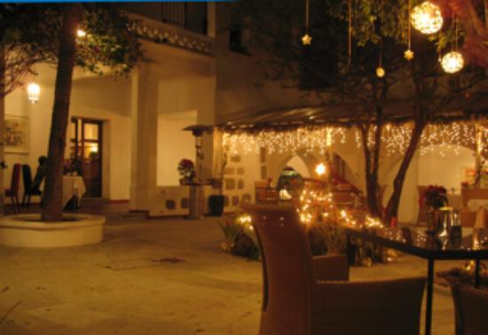 Casa Oaxaca: A drink before dinner in the courtyard was restoring and delightful