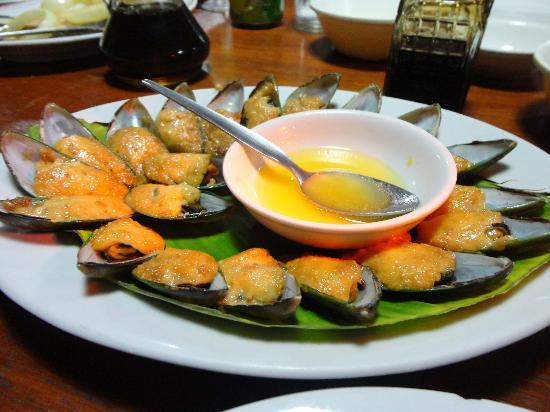 Luzon, Filipiny: Baked Tahong - the BEST!