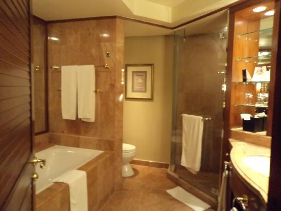 Sheraton Imperial Kuala Lumpur Hotel Toilet View