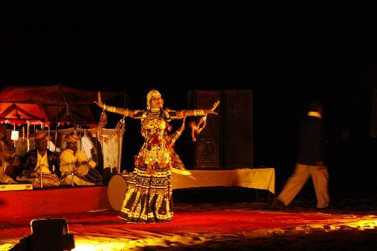 Gorbandh Palace: folk music in the sand dunes