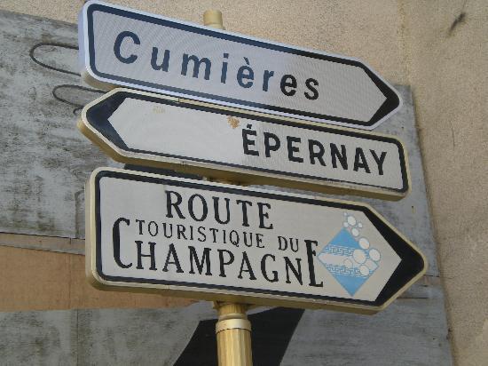 Champagne Route (Route Touristique du Champagne) : Segnalitica ben evidente lungo tutto percorso.