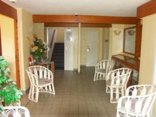 Hotel-Restaurant Les Magnolias: Entrance