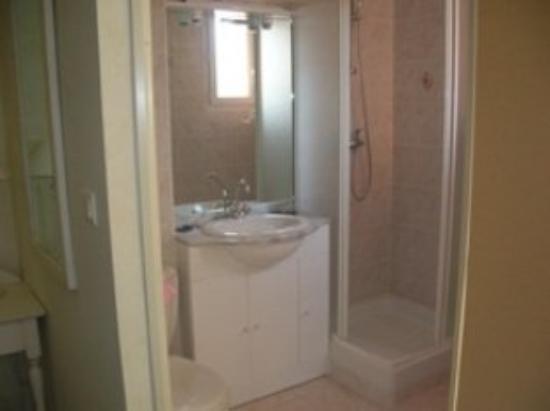 Hotel Au Sans Souci: Bathroom