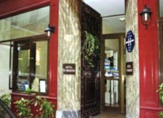 D'Enghien Hotel: Entrance
