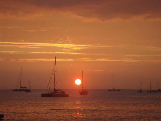 Thalassa Village Resort : Coucher de soleil sur la plage