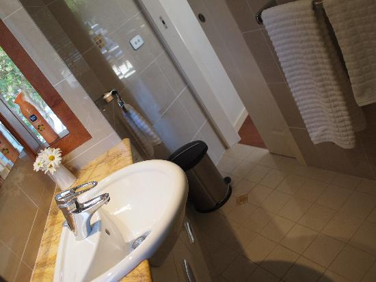 Beach Bure Byron Bay: Bathroom