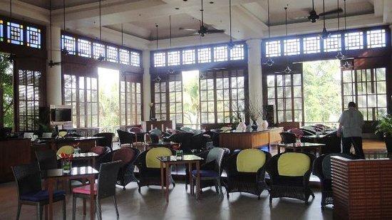 Holiday Inn Kuala Lumpur Glenmarie: the lounge area