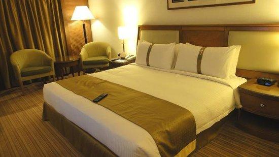 Holiday Inn Kuala Lumpur Glenmarie: the bed