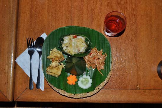 Sananda Bungalows: Balinesisches Abendessen