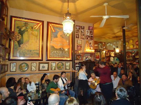 Casa Anselma: sevillanas (a type of flamenco from Seville)