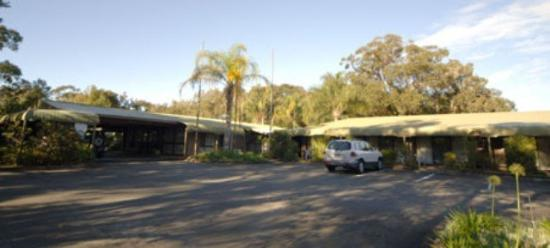 Tea Gardens Country Club & Motel: Exterior