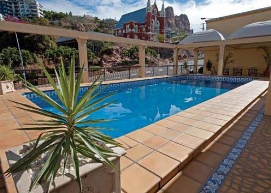 Comfort Inn Robert Towns: Pool
