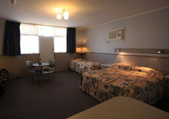 Comfort Inn Anzac Highway: Guest Room -OpenTravel Alliance - Guest Room-