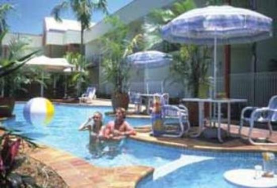 Tropical Queenslander Hotel Cairns: Pool View