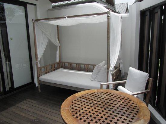 Anantara Bophut Koh Samui Resort: Outside sitting area in the villa