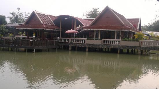 Kong Garden View Resort Chiang Rai: restaurant bei tag