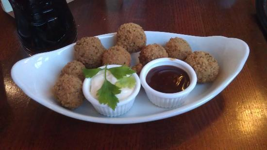 Premier Inn Glasgow (Cambuslang/M74, J2A) Hotel: Starter, breaded mushrooms with 2 choices of dip
