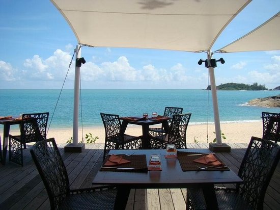 The Tongsai Bay: bar/dining at the beach