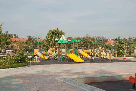 Wat BotomVatey Playground: This will keep the kids busy!
