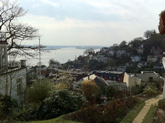 Treppenviertel: Blick auf die Elbe