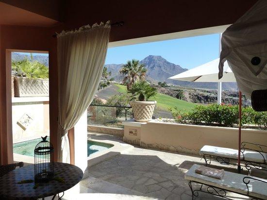 Royal Garden Villas: Villa Rosa terrace