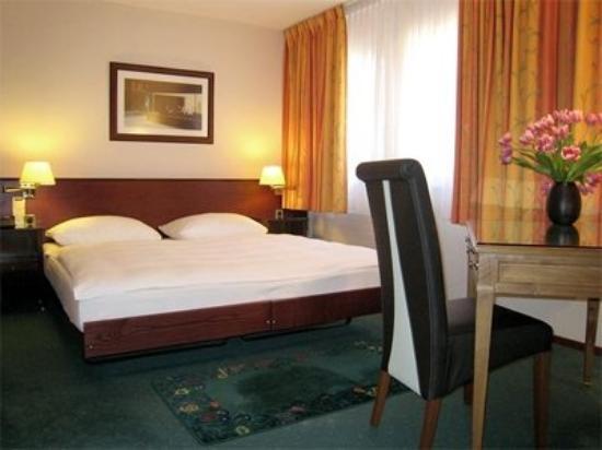 Tulip Inn Lausanne Beaulieu : Bedroom