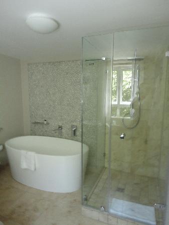 Periwinkle Guest Lodge: Bathroom