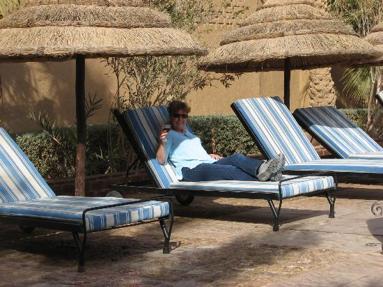 Kasbah Tizimi: Lounging by the pool.