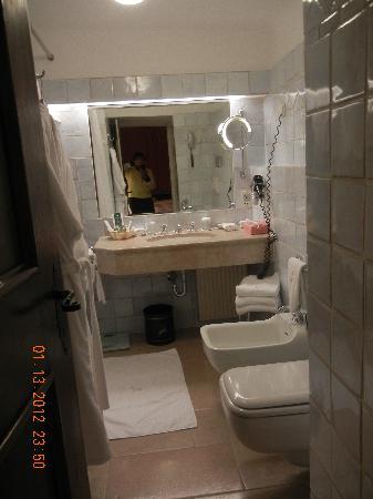 Hotel Goldener Hirsch, a Luxury Collection Hotel, Salzburg : Nice Bathroom
