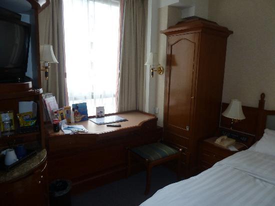 The Charterhouse Causeway Bay Hotel: Tiny room