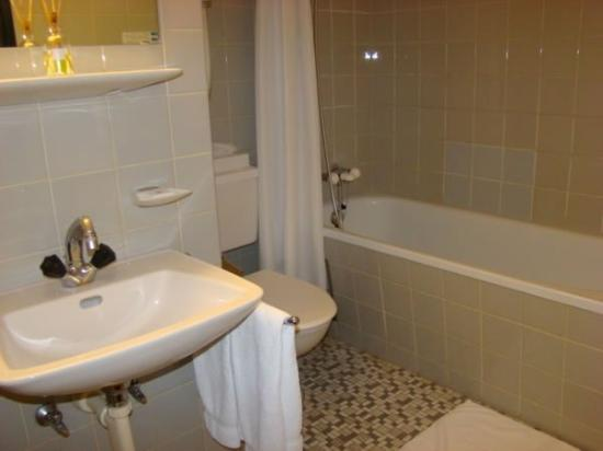 Basilisk Hotel : Bathroom