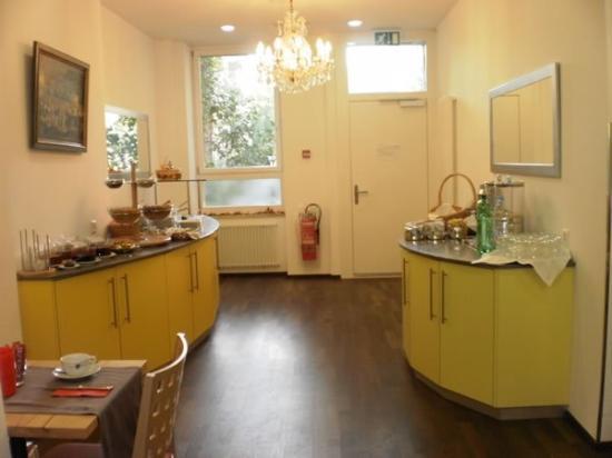 Basilisk Hotel : Breakfast Room
