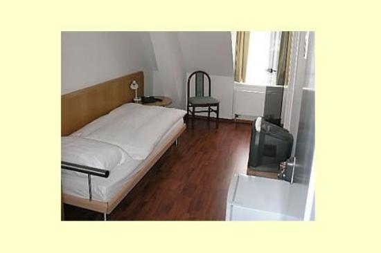 Regina: Guest Room
