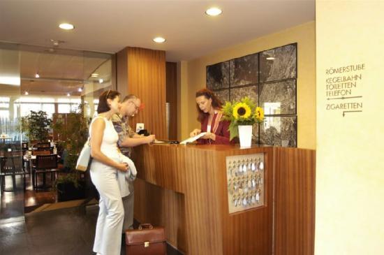Hotel Restaurant Römertor: Lobby view
