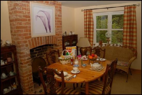 Apple Tree Cottage Bed & Breakfast: Dining room