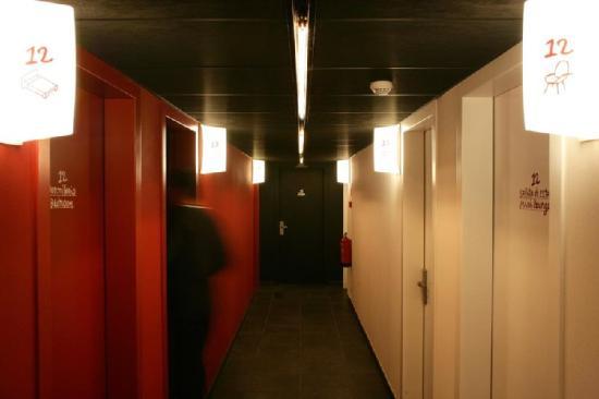 Casa Camper Hotel Barcelona : Hallway Rooms
