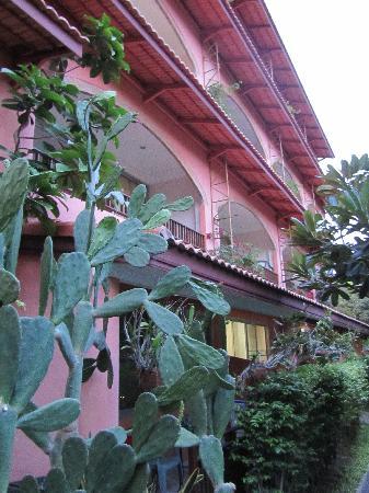 Prinz Garden Villa: Nice balconies for every room to enjoy the evening breeze