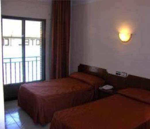 Las Estrellas Hotel: Guest Room