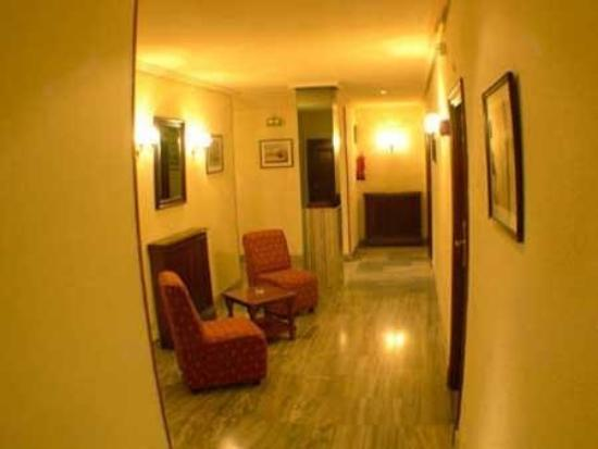 Castellano II Hotel: room