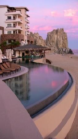 Grand Solmar Land's End Resort & Spa: The eastern wing of Grand Solmar against the finistera rocks