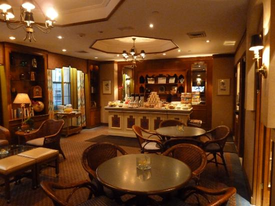 Casablanca Hotel by Library Hotel Collection: Ricks 24/7 cafe - great hot chocolate!