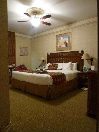 Casablanca Hotel by Library Hotel Collection: King Size Room 604