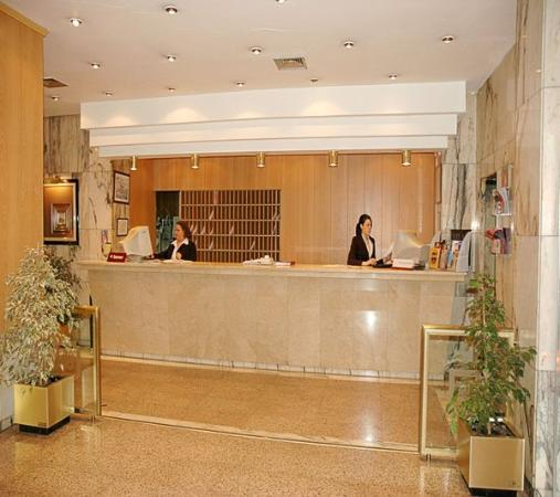 Gran Hotel Lar : Lobby View