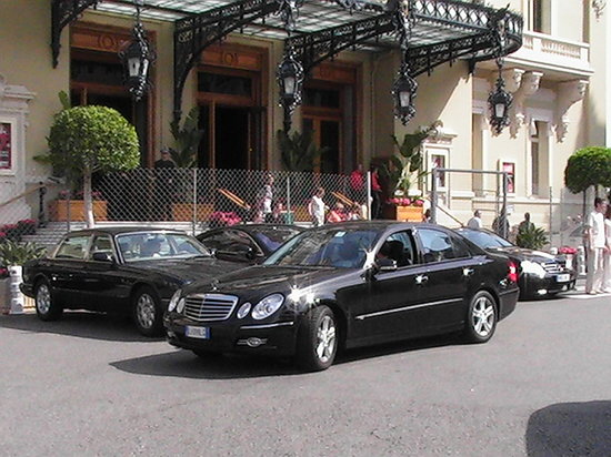Autoservizi Montini: Your luxury car with driver for your holiday in Rome!