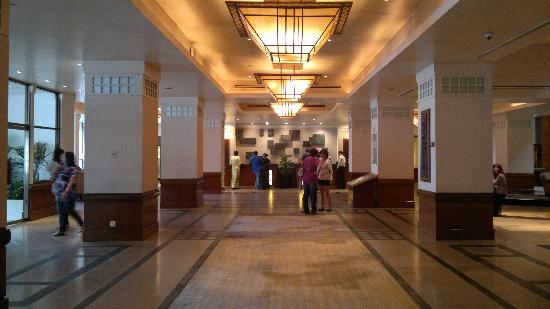 Hyatt Regency Kinabalu: the beautiful lobby
