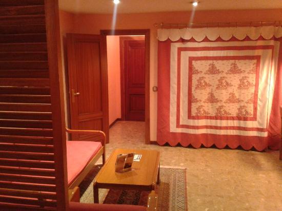 Suites Hotel - Foxa 25: vista de la entrada desde dentro