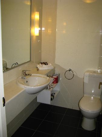 سانت إيفيز أبارتمينتس: salle de bain