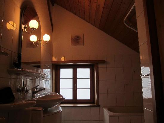 Boutique-Hotel Romantica Val Tuoi: bathroom