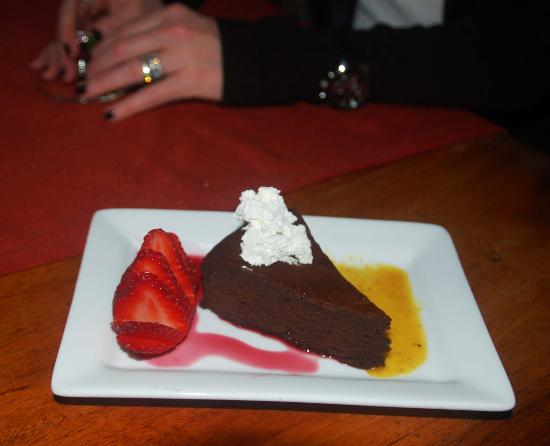 Santo Vino, Bistro & Wine Bar: Dany's chocolate truffle cake with hibiscus and wild honey coulis