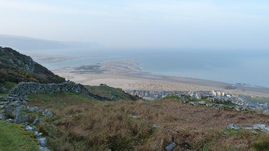 Crystal House: view of the beautiful bay from a great walk above the town